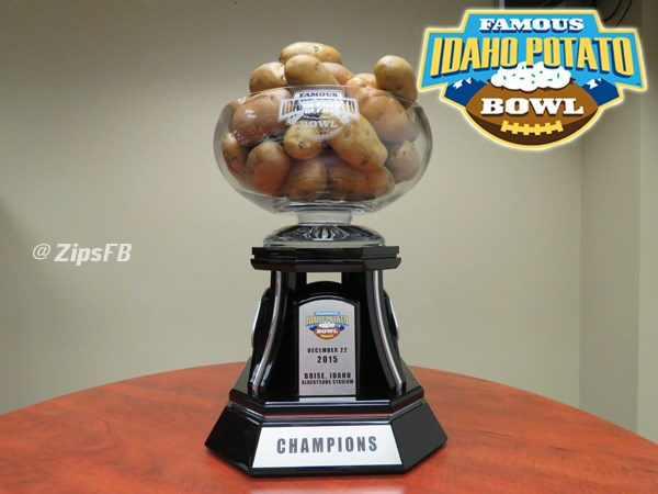 fan photo ops with famous idaho potato bowl trophy announced